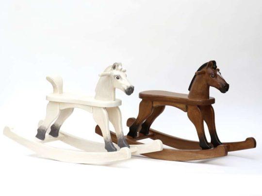 kleines Holzschaukelpferd aus Massivholz - Sitzhöhe 28 cm