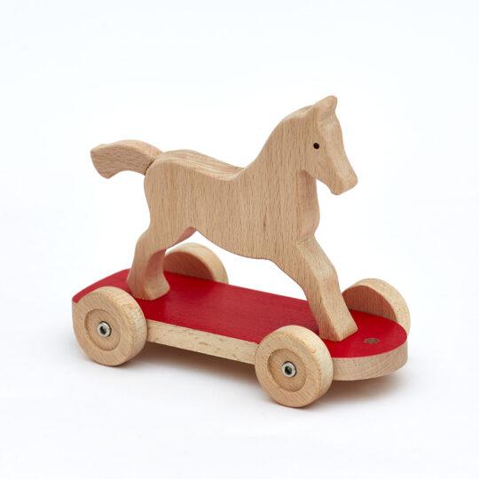 Holzpferd auf Rädern Arbi